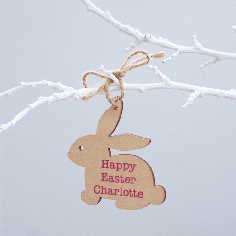 Easter decoration made of wood Decorated with names Easter decoration