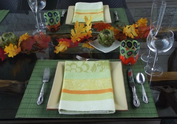 table decoration idea with napkins