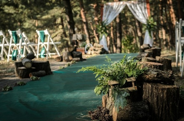 deco wedding outdoors forest