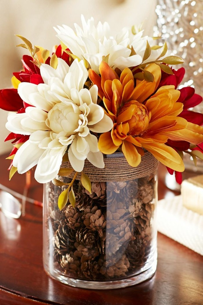 table decoration creative ideas to combine flowers with pine cones