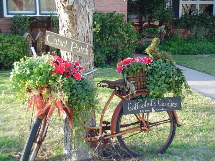 Garden decor with a bicycle
