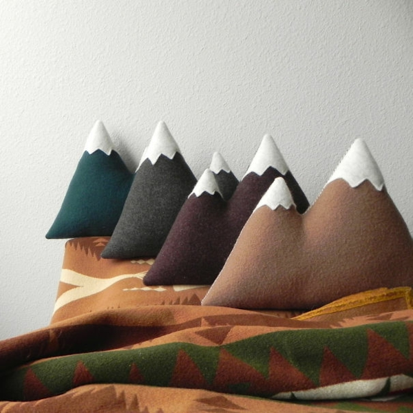 Creative-Pillow-and-pillow-mountains-winter