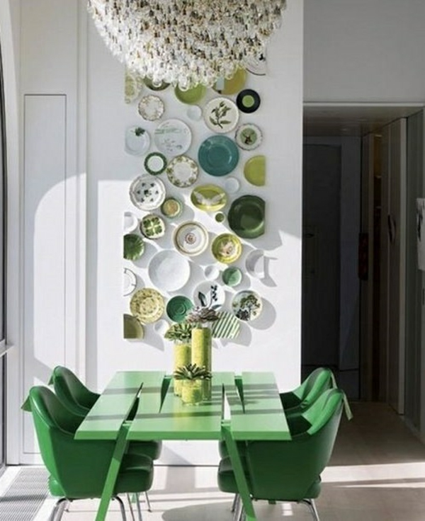 table and chairs in trend color