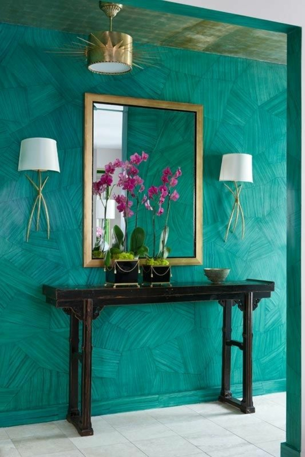 wall color in emerald green