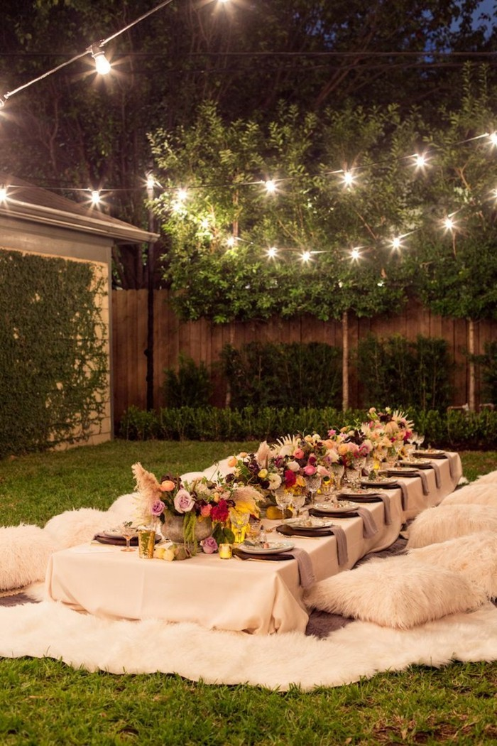 Floral decor idea for the summer party in the garden