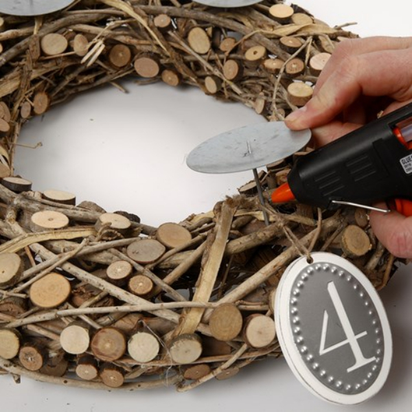 diy advent wreath wooden tree trunk and branches process