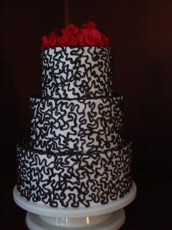 Wedding cakes black pattern red roses