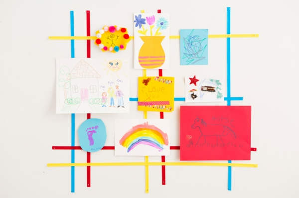 DIY decoration to use children's drawings as a wall decoration