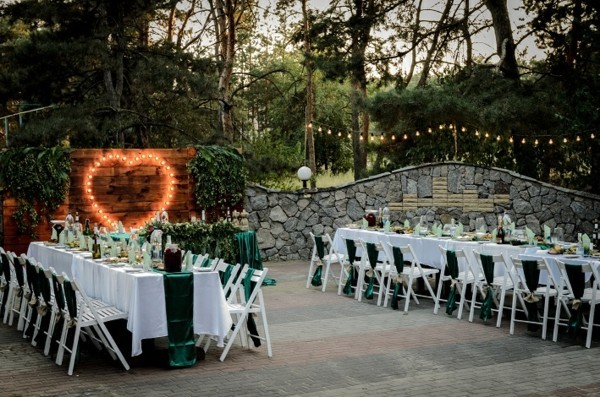 tables for wedding outside