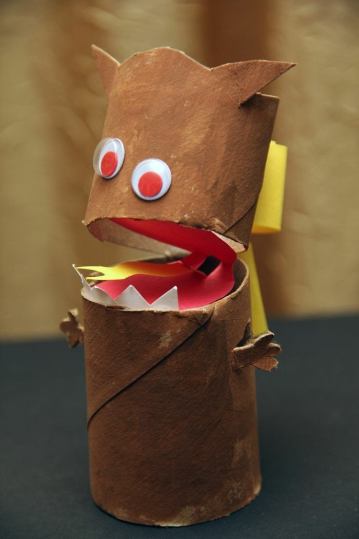 making autumn with children make autumn decoration yourself with paper rolls monters