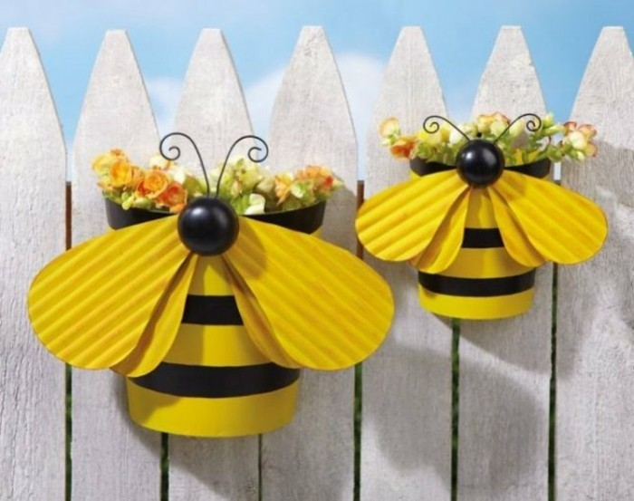 decor ideas to beautify the garden fence with flowers