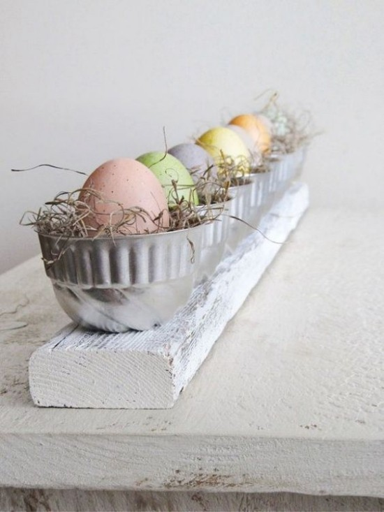 Easter table decoration rustic style Easter eggs in metal cups