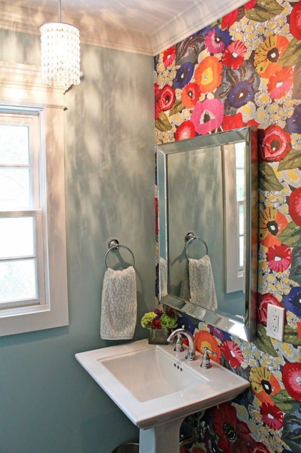 wallpaper pattern colored flowers bathroom
