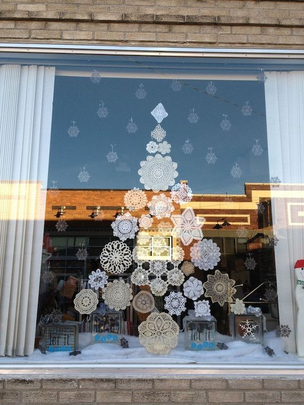 Window decoration in Advent lace
