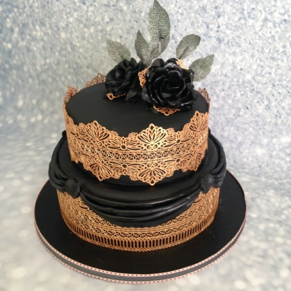 Wedding cakes golden lace