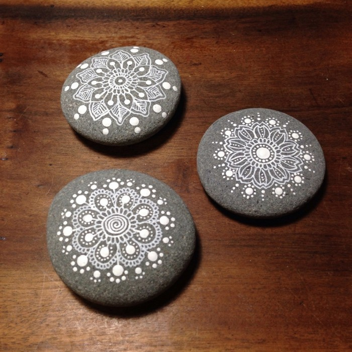 Manala pattern stones painted simply black and white