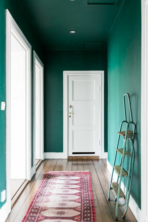 entrance area in trendy emerald green