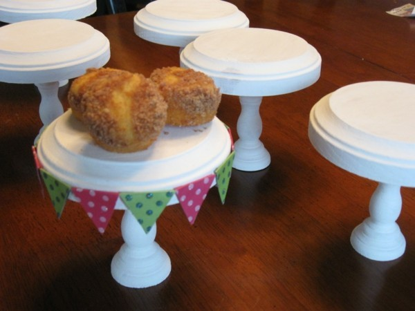Several cupcake stands to make yourself