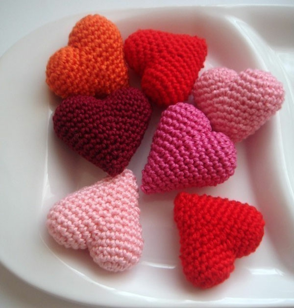 Amigurumi pattern hearts pink shades of red