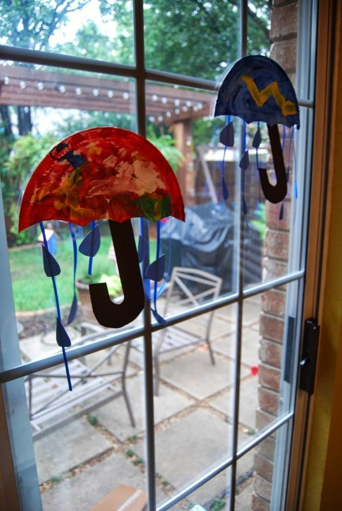 Making window pictures with children's rain