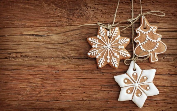 Star DIY Christmas Decorations in front of a wood background