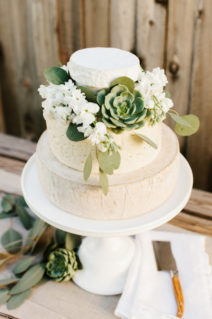 Decorating wedding cake with succulents