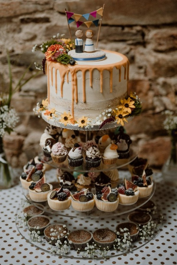 Cupcake and cake stand for weddings