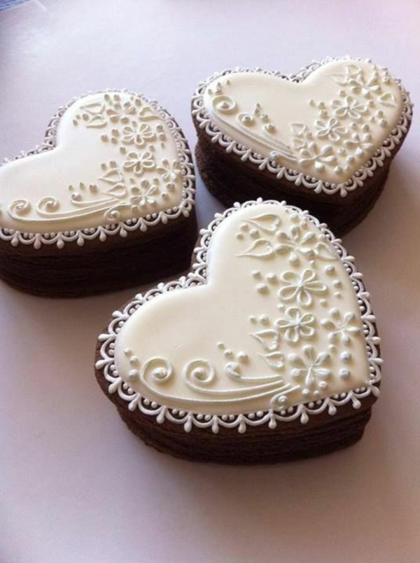 beautiful mini cake heart shape ornate