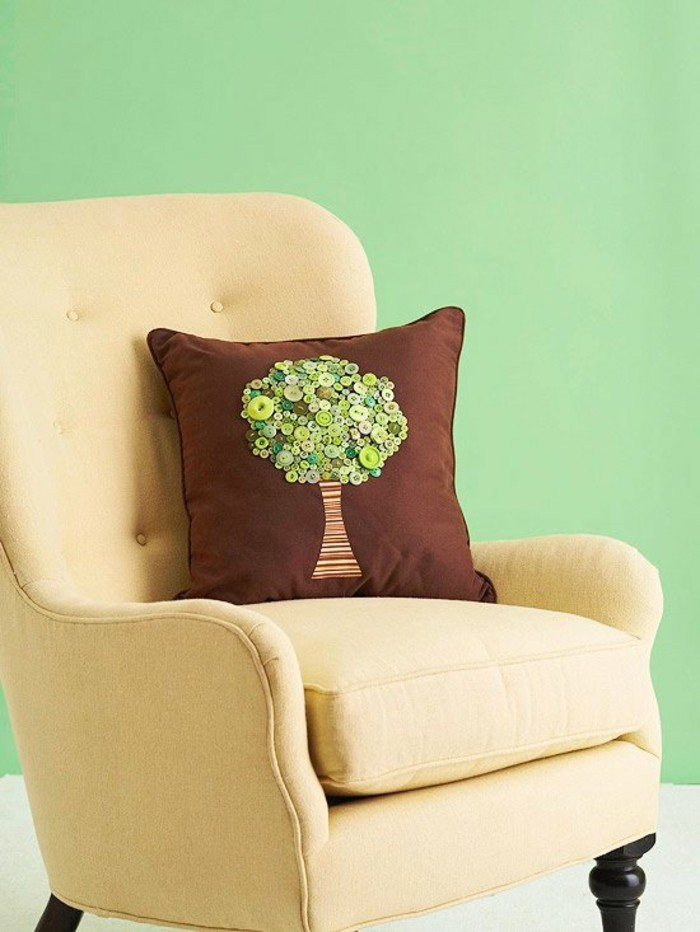 tinker with buttons diy ideas deco ideas tree pillow