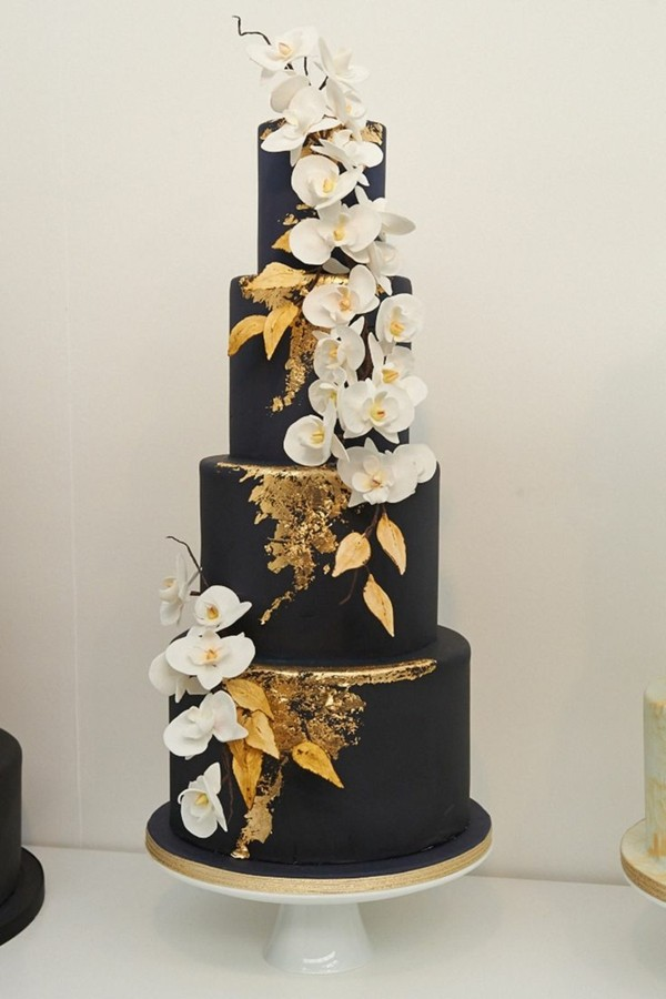 Wedding cakes black with gold
