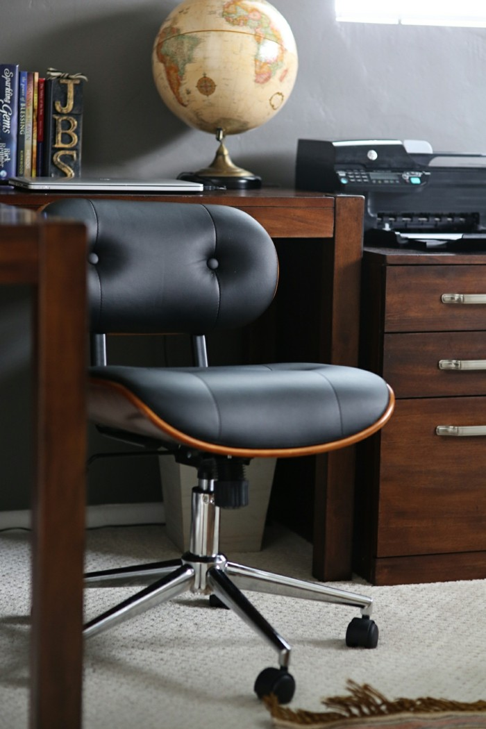 Design and variants of a desk chair