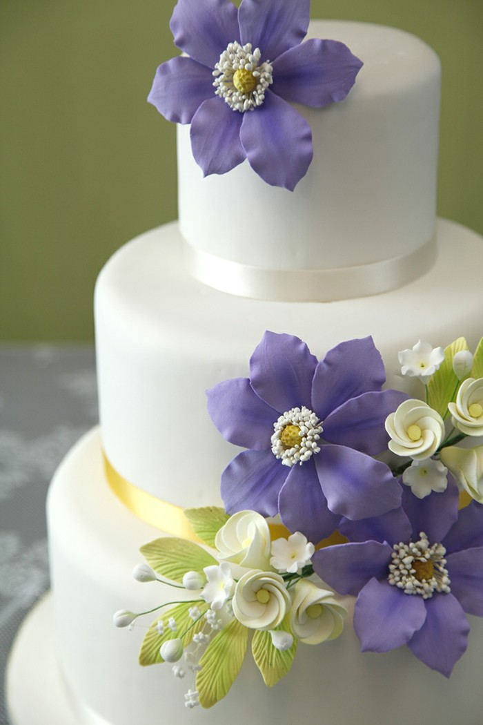 pies decorate fancy cake with flowers
