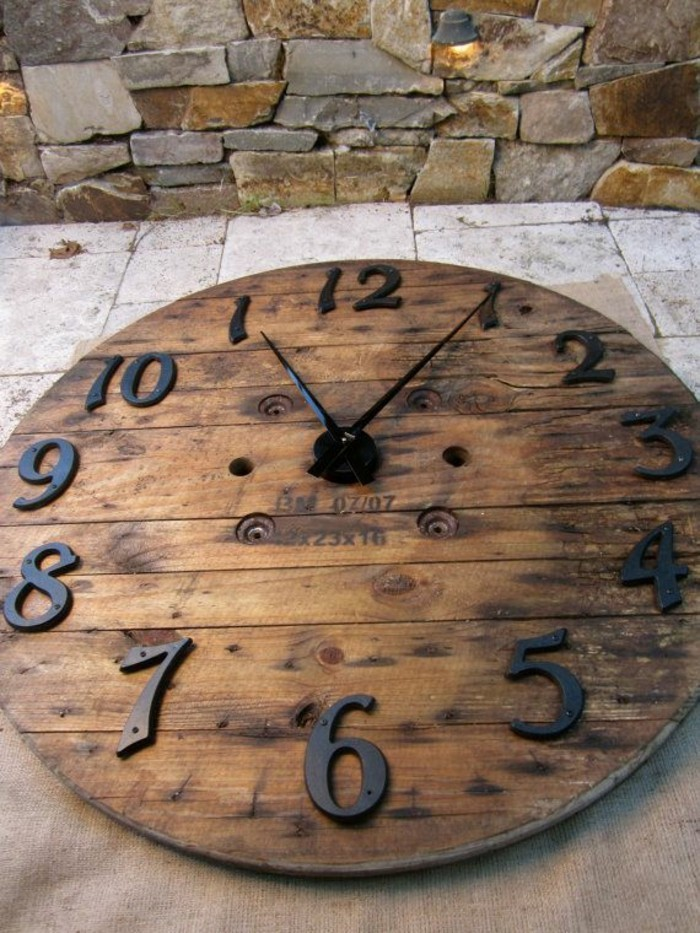 wall clock vintage wooden deco ideas
