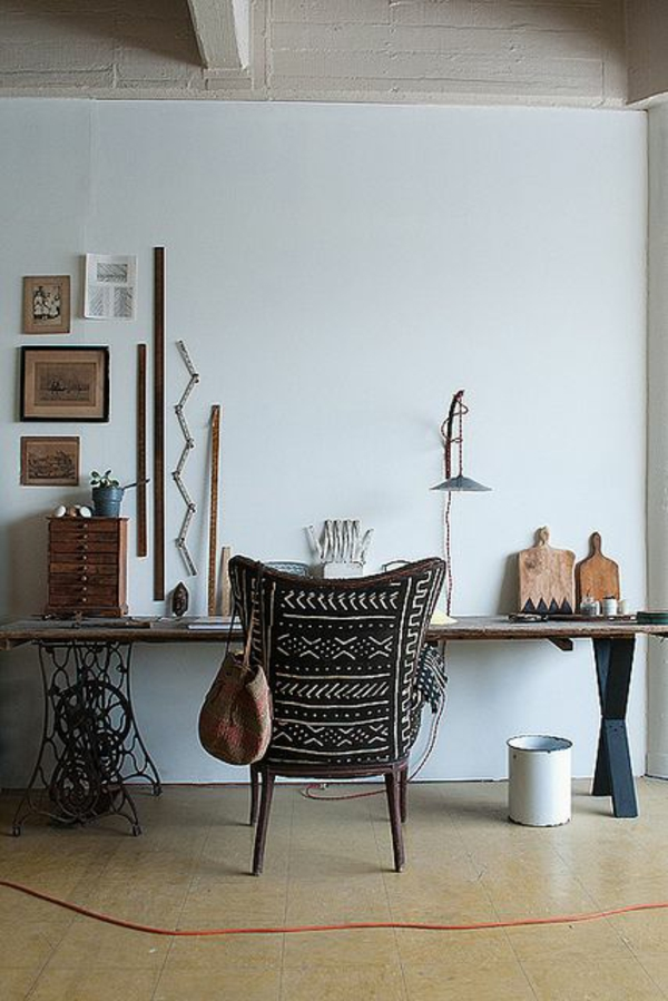 africa deco wall decoration with African wooden deco items