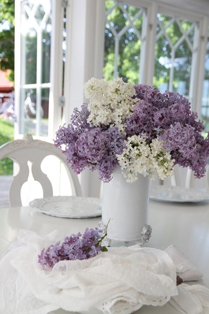 table decoration lilac lilacs