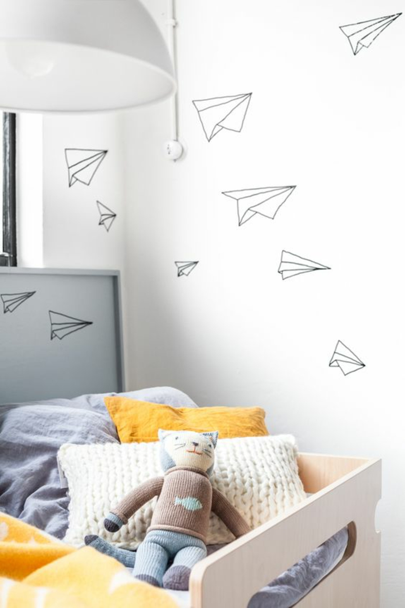 Funny wallpaper pattern for the nursery examples