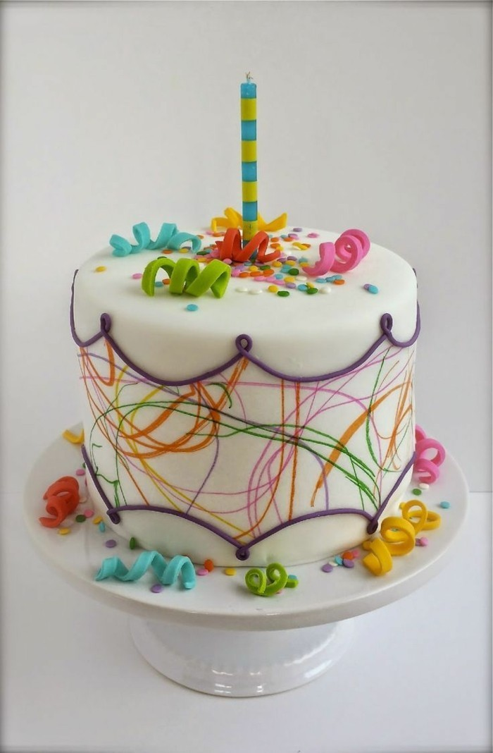 Decorate decoration with fondant cake